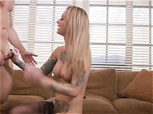 tatted hotty Gets fucked