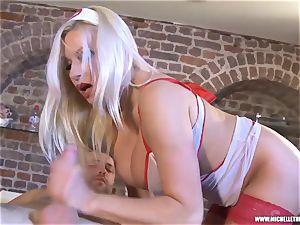Michelle Thorne massage parlour offers hatch cunt tear up