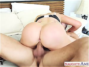 Smoking warm Nikki Benz elations penis with good enthusiasm