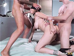 super-sexy manager Julia Ann gets a double creaming