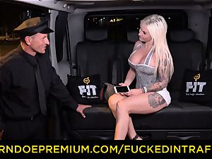 boinked IN TRAFFIC - spunky blondes car triangle pummeling