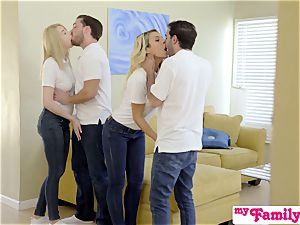 StepSiblings bang-out In Front Of mom - MyFamilyPies S3:E4