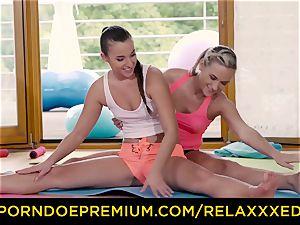 RELAXXXED g/g Amirah Adara screwed on yoga class