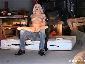 platinum-blonde Bailey Blue caught and screwed