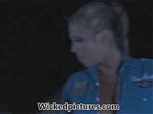 Samantha Saint hitchhikes her way to a ginormous man rod