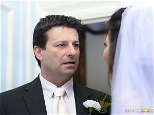 jizz-shotgun greedy bride Simony Diamond
