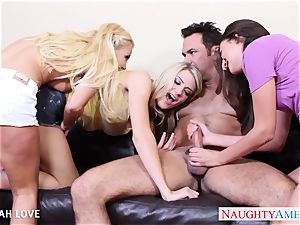 uber-sexy Aaliyah love romping in four-way