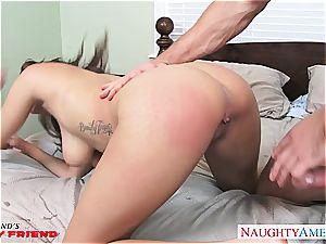 huge-titted brunette babe Cassidy Banks gets pounded