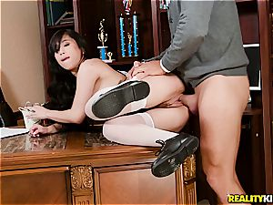 Jade Kush gets a intimate dicking lesson from her dad