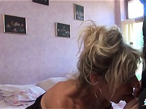LA COCHONNE - promiscuous French mature gets roughed up boink