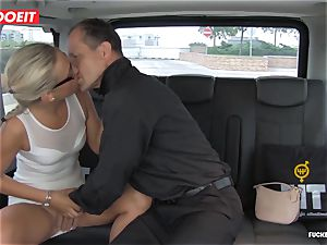 Czech client Vinna Reed gets penetrated in cab