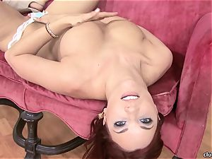 Jayden Cole whips out her appetizing chubby melons