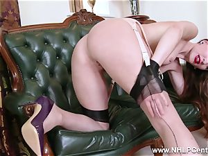 babe takes off to nylons high-heeled slippers to fucktoy her muff