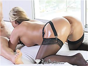 beautiful blondie mummy screwed in ebony undergarments