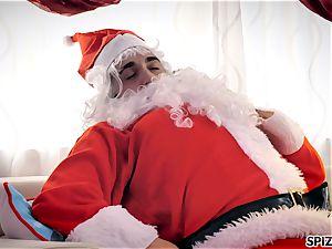 Spizoo - observe Jessica Jaymes ravaging Santa Claus