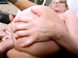 Julia Ann getting her gaping crevice spread