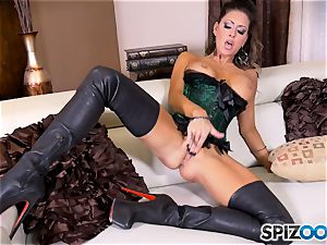 brunette sweetie Jessica Jaymes messes with her marvelous minge