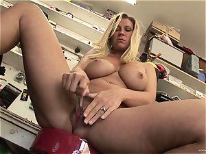 warm Devon Lee likes taunting her delicious moist clittie