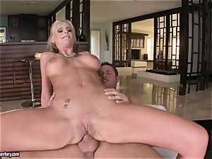 assfuck lover Phoenix Marie bounces her bootie on a fat stiffy